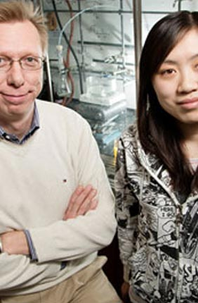 While working out the structure of a cell-killing protein produced by some strains of the bacterium Enterococcus faecalis, IGB member Wilfred van der Donk (L) with grad Weixin Tang (R) stumbled on a bit of unusual biochemistry. They found that a single enzyme helps form distinctly different, three-dimensional ring structures in the protein, one of which had never been observed before.
